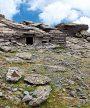 Η διαδρομήΈντονα ανηφορική πορεία θα σας οδηγήσει στην κορυφή της Όχης, στα 1.399 μ., και στο Δρακόσπιτο, το μεγαλύτερο και πιο εντυπωσιακό της Ελλάδας. Για να την προσ….